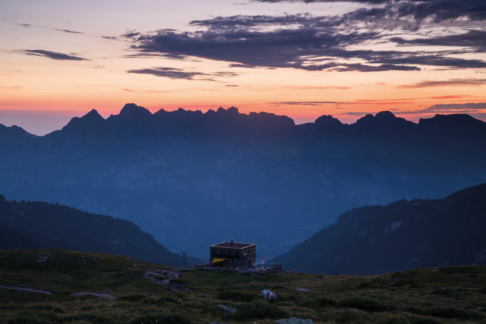 Bunte Berge, wilde Wölfe – Auf Spurensuche am Calanda