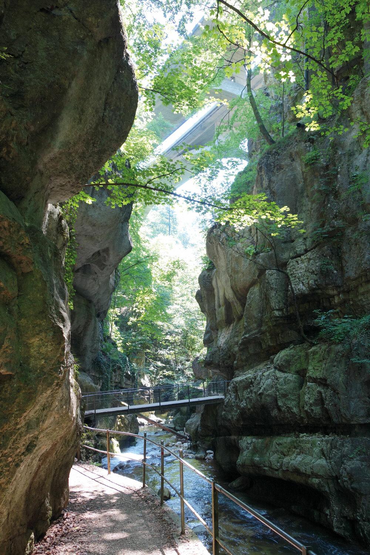 Wegzauber im Hinterland – Sentier des Roches - Sentier des 22 Contours / BE